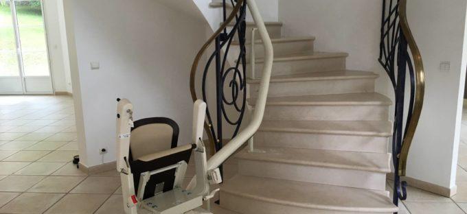 Installation d'un Monte-escalier pour profiter sereinement des étages