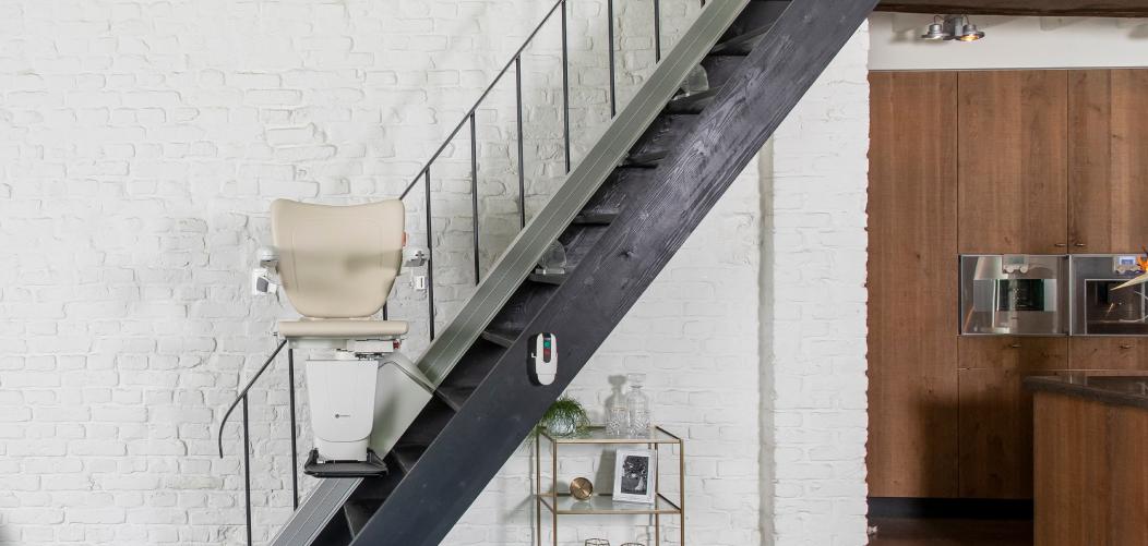 Découvrez les gammes de montes-escaliers avec Adapter sa maison